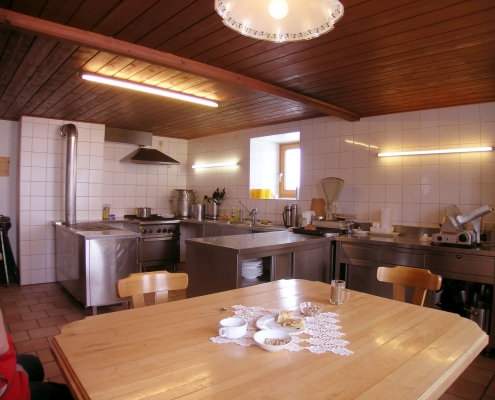 fully equipped modern kitchen - organic farm Rupbauer